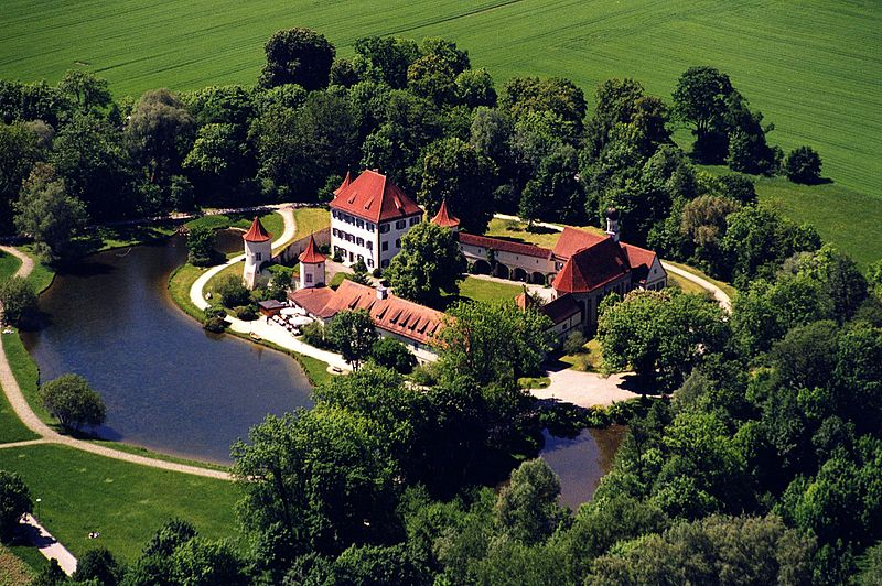 Aerial_view_of_Blutenburg_Castle